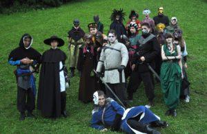 Uczestnicy obozu RPG Caerbannog podczas LARPa